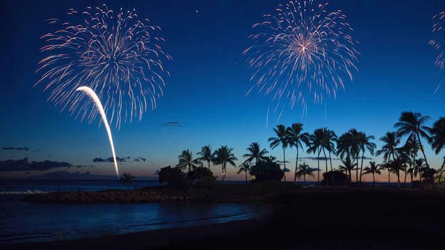aulani-fireworks-over-the-ocean-16x91.jpg